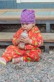 与一个瓶的夏日婴儿食品 图库摄影