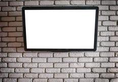 与一个白色屏幕的电视在墙壁上 免版税库存图片