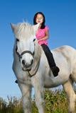 与一个白马的Girld 免版税库存照片