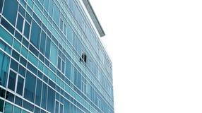 与一个的全景现代大厦门面打开了窗口,在与拷贝空间的白色清楚的天空 免版税库存图片