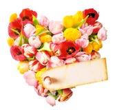 与一个空白的礼物标记的花卉心脏 免版税库存照片