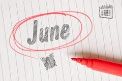 与一个红色刷子圈子的6月笔记 免版税库存照片