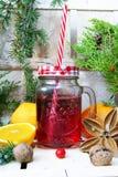 与一个红色杯子的圣诞节构成 免版税库存照片