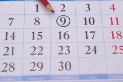 与一个红色铅笔和圈子的日历 免版税图库摄影