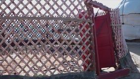 与一个红色门的Yurt框架 影视素材
