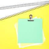与一个纸夹的笔记 免版税库存照片