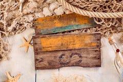 与一个船舶题材的空白的土气木标志 库存图片