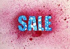 与一个蓝色样式的销售文本和水彩红色背景  库存图片