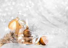 与一个蜡烛,文本空间的圣诞节装饰 免版税图库摄影