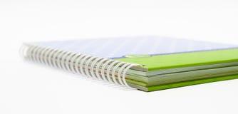 与一个螺旋装订的笔记本背景开放正确的视图 免版税库存图片