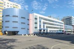 与一个车库的办公楼在莫斯科的中心 免版税库存照片