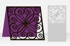 与一个重复的几何样式的卡片激光裁减的 库存图片