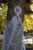与一个链子的Whispy白色鬼魂在脖子上 库存照片
