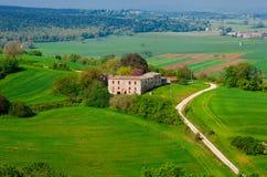 与一个离开的庄园的农村风景 库存照片