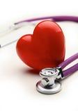 与一个医疗听诊器的心脏,隔绝在白色背景 免版税库存图片