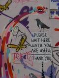 与一则滑稽的消息的街道画 免版税库存照片