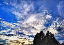 与一千种颜色的日落在春天 免版税库存照片