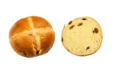 与一半的新近地被烘烤的整个小圆面包开放小圆面包 免版税图库摄影