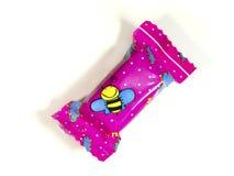 与一只蜂的鲜美甜点在被隔绝的背景 免版税图库摄影