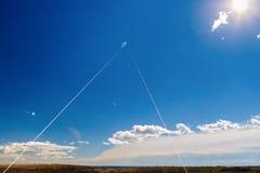 与一只风筝的图片在天空 免版税库存图片