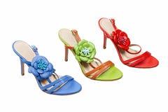 与一只高跟鞋的三只女性凉鞋 免版税库存图片