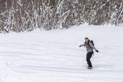 与一块女性挡雪板的拷贝空间的画象有辫子的 库存图片