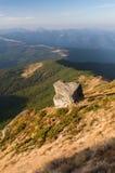 与一块石头的夏天风景在山 图库摄影