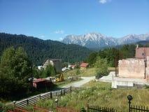 与一处雄伟风景的美好的山区 免版税库存照片