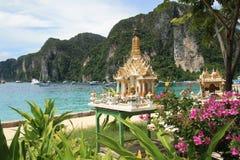 与一座小的塔的美好的泰国横向 库存照片