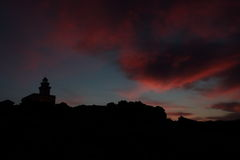 与一座灯塔的日落在意大利 免版税库存图片