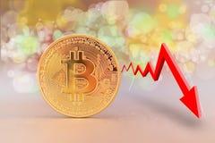 与一张越来越少的趋向图表的Bitcoin硬币 库存图片