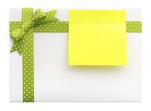 与一把绿色弓的空白的礼物 库存图片