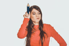 与一支大铅笔的美丽的年轻人 库存图片
