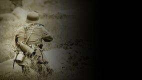 与一杆步枪的WWII德国战士射击有黑背景英尺长度的 影视素材