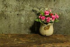 与一束花的静物画 图库摄影