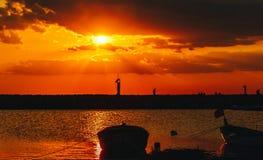 与一条小船的日落在土耳其 免版税库存照片