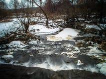 与一条河的春天风景在卡卢加州地区(俄罗斯) 库存图片