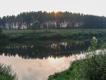 与一条河的风景在中央俄罗斯 库存图片