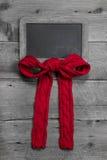 与一条红色丝带的菜单板与红色的消息的编织了弓 免版税库存照片