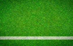 与一条水平线的绿色橄榄球背景 免版税库存照片