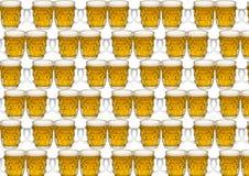 与一杯的背景啤酒 库存照片