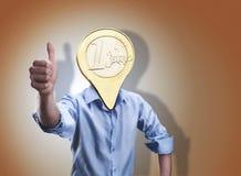 与一枚欧洲硬币的商人而不是他的头 图库摄影