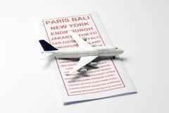 与一架模型飞机的旅行小册子 图库摄影
