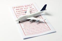 与一架模型飞机的旅行小册子 库存照片