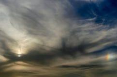 与一点彩虹的蓬松云彩 图库摄影