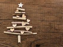与一点心脏的圣诞树 免版税库存图片