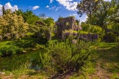 与一点河的被迷惑的春天风景 免版税图库摄影