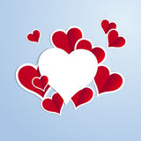 与一白色着墨的红色心脏在蓝色背景 免版税图库摄影