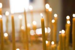 与一被弄脏的backgroud的蜡烛 免版税图库摄影