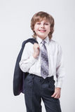 与一件夹克的精力充沛的年轻成功的商人在嘘他的 免版税库存图片